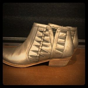 Older Girls Tucker + Tate Silver Metallic Boots